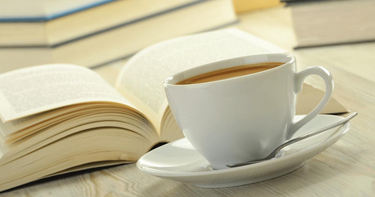 Nu kunne jeg byde dig velkommen til min nye blog – men du får to kopper kaffe og en god historie i stedet for